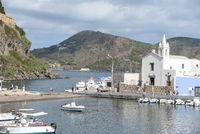 Kirche am Hafen von Lipari
