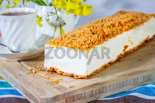 Cheesecake with orange crumbs
