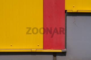 Detail gelbe Blechfassade