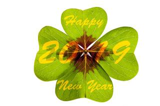 Vierblättriges Kleeblatt als Talisman und Glücksbringer für Neujahr 2019
