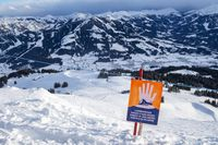Lawinenwarnzeichen in den österreichischen Alpen