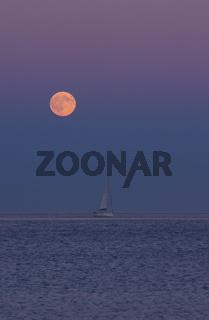 Mondaufgang über dem Meer - Ligurien - Italien