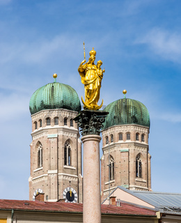 Marian column and the cathedral of Munich
