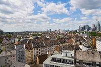 Häuser in Stadt Frankfurt am Main im Sommer