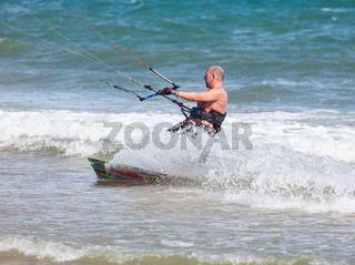 Photo athlete kitesurfing