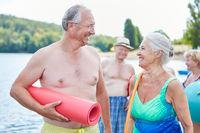 Senioren Paar als vitale Rentner im Urlaub