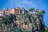 Bergstadt Castelmola auf einem Felsen in Sizilien