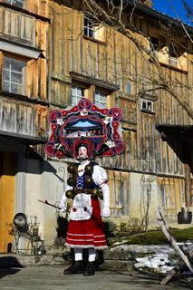 Schöner Klaus mit kunstvoll verzierter Haube, Silvesterchlausen am Alten Silvester, Urnäsch, Schweiz