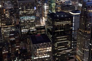 Hochhäuser in New York City in der Nacht