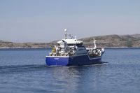 Arktisschiff im Naeroysundet