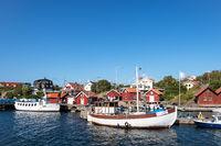Blick auf den Ort Rönnäng in Schweden
