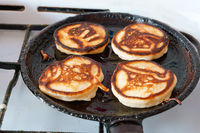 bake pancakes, homemade cakes