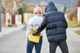 Dieb bei Taschendiebstahl auf offener Straße