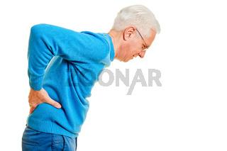 Alter Mann gebeugt mit Rückenschmerzen