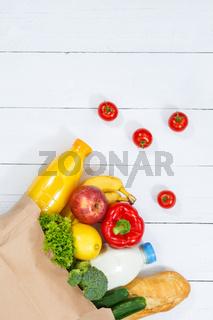 Einkauf Lebensmittel einkaufen Früchte Obst und Gemüse Hochformat Textfreiraum Copyspace Papiertüte Holzbrett