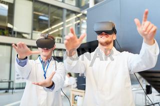Forscher trainieren mit der VR Brille für Medizin