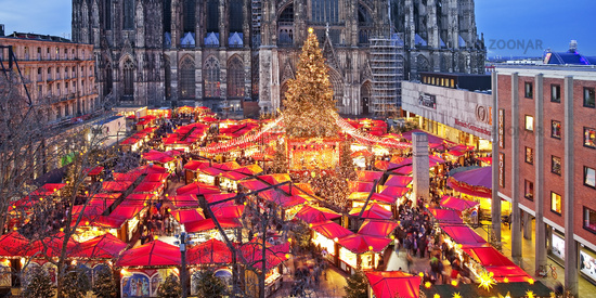 Christmas market at Cologne Cathedral in the evening, Cologne, Rhineland, Germany, Europe
