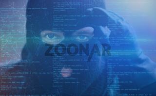 Hacker mit Spyware als Cybercrime Konzept