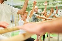 Senioren trainieren Koordination und Fitness