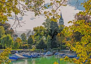 Bootshafen und Pfarrkirche St. Johannes, Romanshorn, Kanton Thurgau, Schweiz
