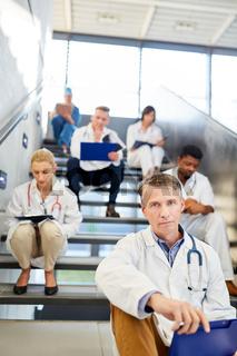 Ärzteteam mit Pflegern und Krankenschwestern