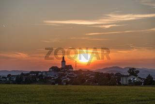 Landgemeinde Sankt Peter am Wimberg im romantischen Abendrot - Austria