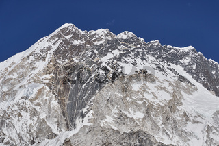 Der Berg Nuptse in Nepal