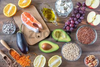 Foods providing low cholesterol diet