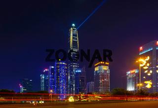 Shenzhen - Finanzdistrikt Futian der chinesischen Metropole bei Nacht