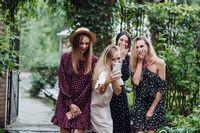 Chotiri girls discuss photo