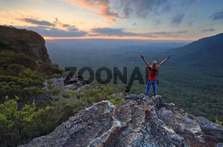 Hiker enjoys magnificent views in Katoomba