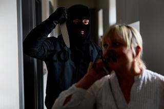 Verbrecher bei Überfall mit Messer