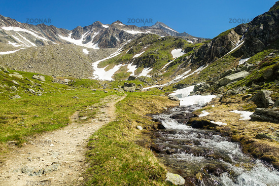 Hiking trail towards Lenkjöchlhütte with view of the Rötspitze, Ahrntal, South Tyrol