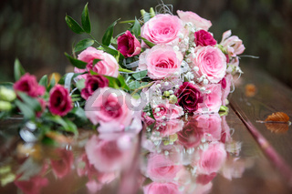 Brautstrauß Rosen Spiegelung