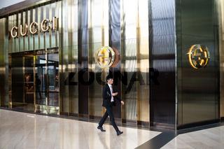 Singapur, Republik Singapur, Boutique von Gucci im Einkaufszentrum The Shoppes