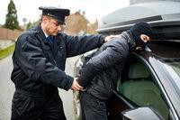 Polizist fässt Autodieb auf frischer Tat