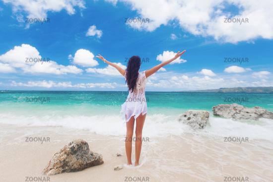 Woman raising arms to the sky