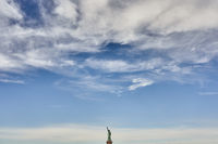 The Statue of Liberty unter clouds