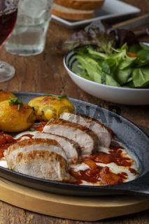 Schweinefleisch mit Joghurtsauce