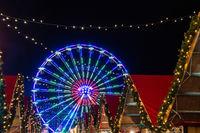 Ein Riesenrad auf dem Weihnachtsmarkt in Rostock