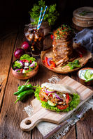 Crunchy pita with grilled gyros meat Various vegetables and garlic sauce