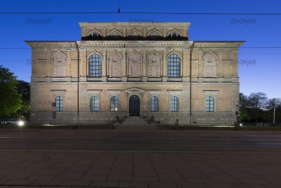 Alte Pinakothek in München bei Nacht