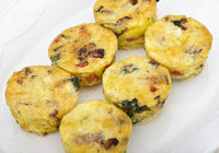 Egg muffins with spinach, bacon, cheese and tomatoes