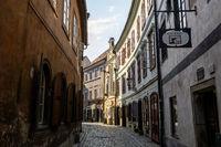 cesky krumlov town alleyway