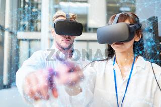 Arzt und Ärztin bei Virtual Reality Training