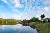 Spiegelung im Wasser in Nösund auf der Insel Orust in Schweden