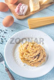 Portion of Carbonara with ingredients