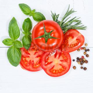 Tomaten mit Basilikum Gemüse Quadrat von oben Holzbrett
