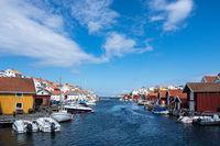 Blick auf den Ort Gullholmen in Schweden