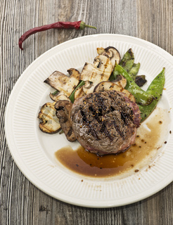 Grilled Steak With Mushrooms And snow peas